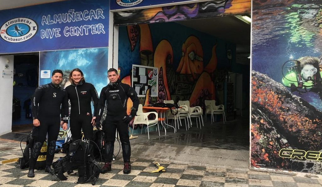 Scuba Sur the premiere diving center in Almuñécar and La Herradura.  Offering year-round courses, certifications, activities and a dive shop. Curso de buceo La Herradura, Punta de la Monay, Marina del Este y Almuñécar.