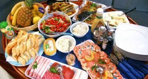 4 Sailnplay meals with luxury cruises.jpg